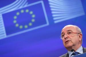comisario-europeo-Competencia-Joaquin-Almunia-durante-rueda-prensa-aprobacion-Union-Europea-planes